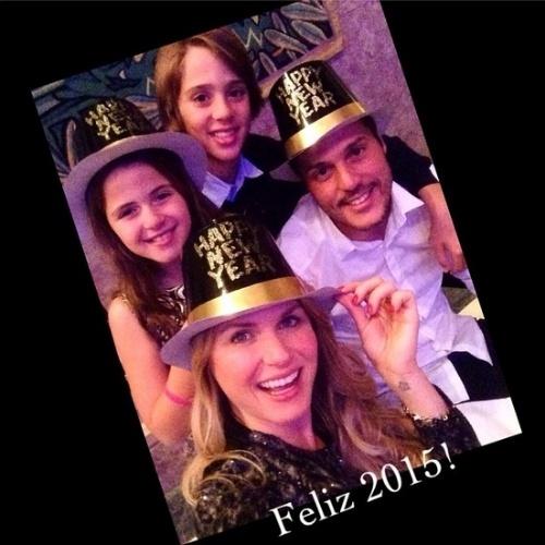 31.dez.2014- Julio Cesar e Susana Werner celebram o Ano Novo com os filhos Cauet e Giulia