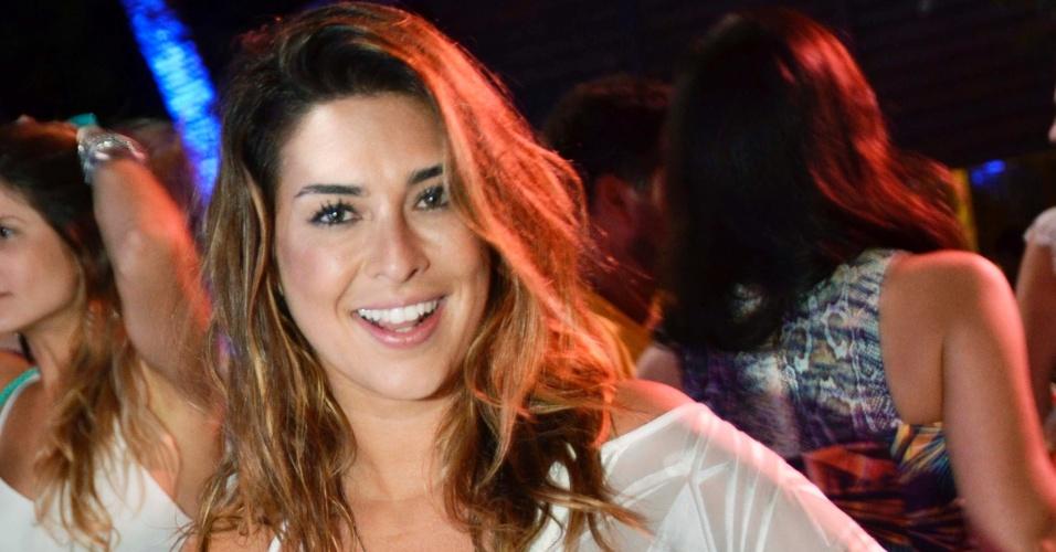 1.jan.2014- Fernanda Paes Leme celebra a chegada de 2015 em Fernando de Noronha