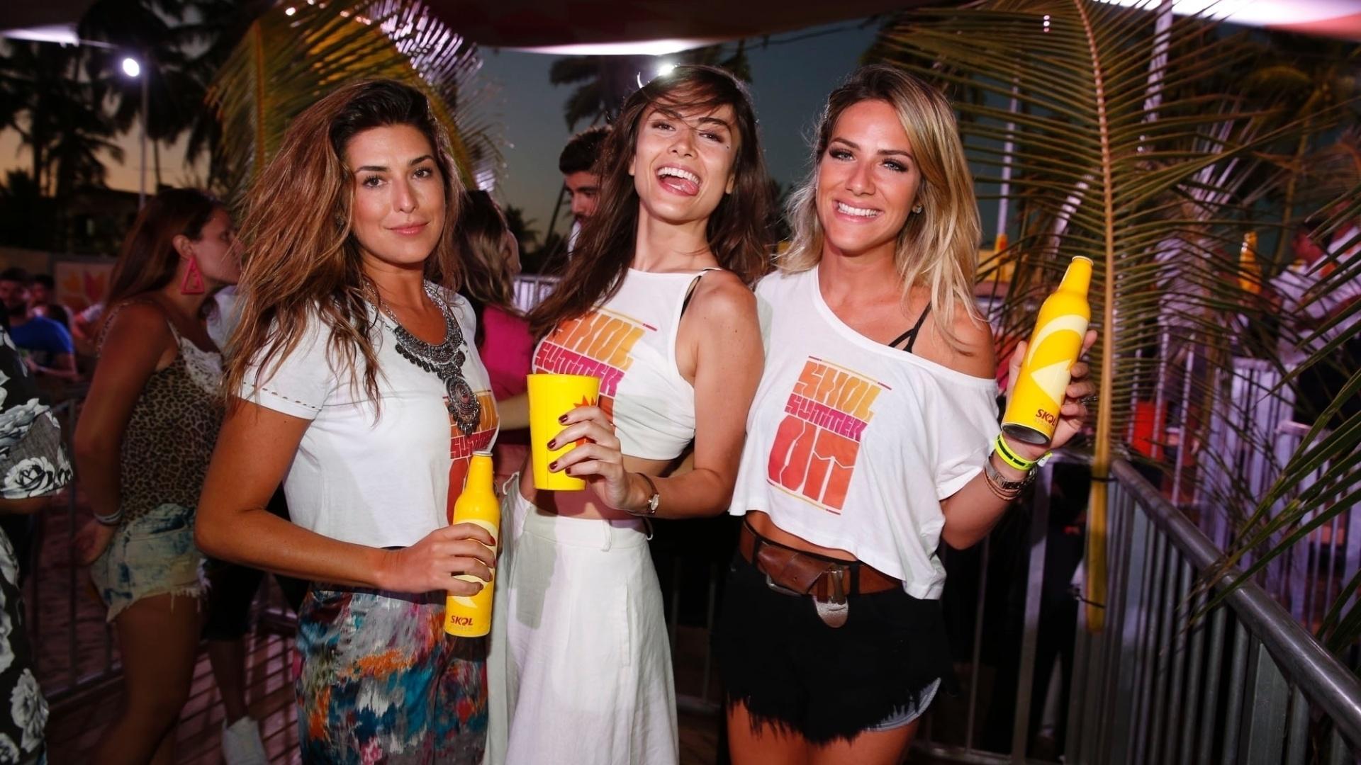 3.jan.2015 - As musas Fernanda Paes Leme, Maria Casadevall e Giovanna Ewbank curtem a noite pernambucana