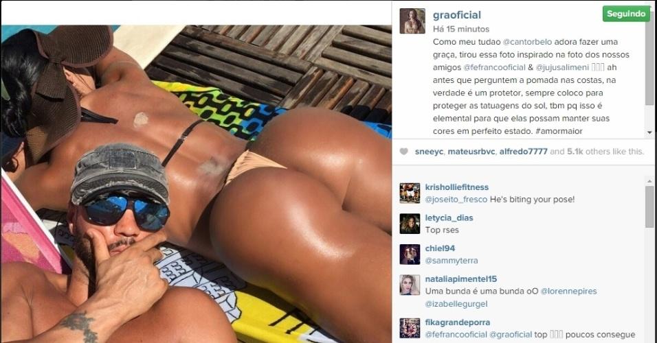 Ao lado de Belo, Gracyanne Barbosa exibe imagem de seu bumbum