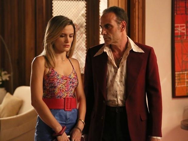 Fernando (Marco Ricca) faz a patricinha revelar farsa aos familiares