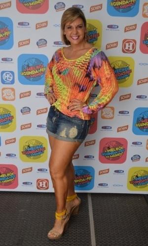 5.jan.2015 - Carla Perez nos bastidores do ensaio do Harmonia do Samba para o verão 2015, no Wet'n Wild, em Salvador, nesta segunda-feira