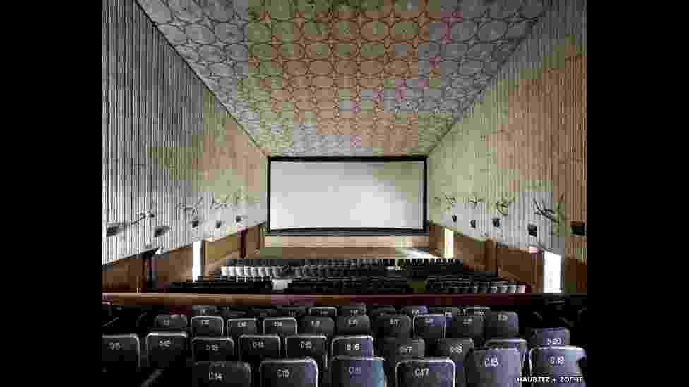 As fotógrafas alemãs Sabine Haubitz e Stefanie Zoche capturaram o estilo único dos cinemas do sul da Índia - Sabine Haubitz e Stefanie Zoche/BBC