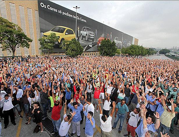 Funcionários da Volkswagen aprovam greve na Unidade Anchieta na manhã desta terça-feira (6), após anúncio de 800 demissões - Edmilson Magalhães/Sindicato dos Metalúrgicos do ABC