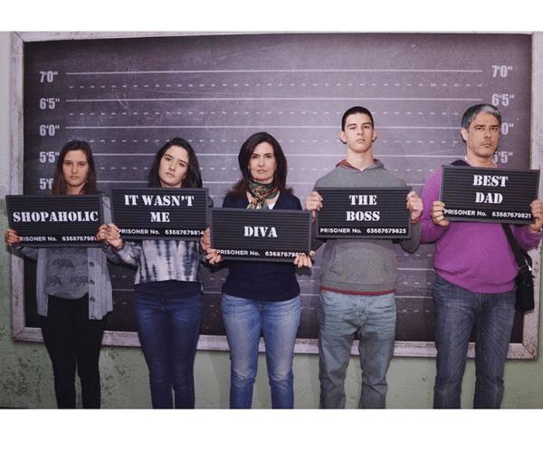 6.jan.2015 - Laura Bernardes Bonemer, filha de Fátima Bernardes e William Bonner, postou em seu Instagram uma foto divertida da família em um famoso museu de São Francisco, nos Estados Unidos