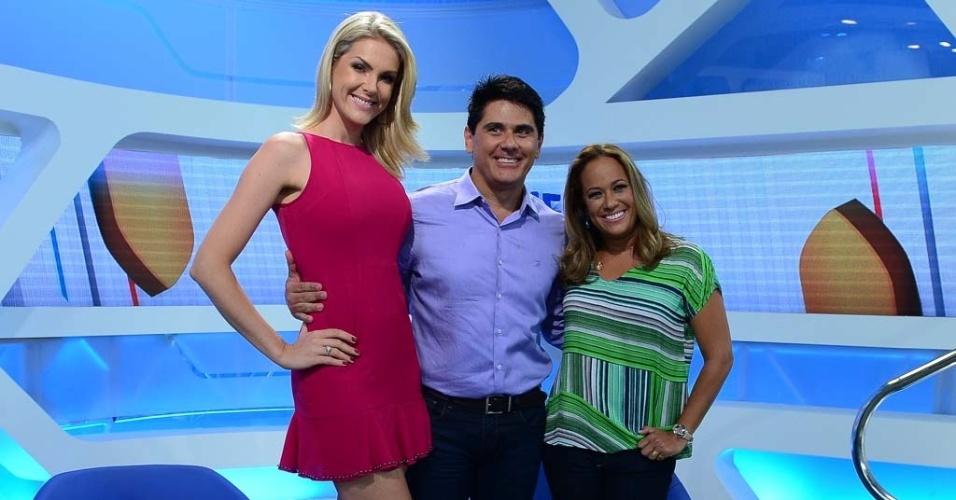 8.jan.2015 - Ana Hickmann, César Filho e Renata Alves, os novos apresentadores do Hoje Em Dia, em entrevista