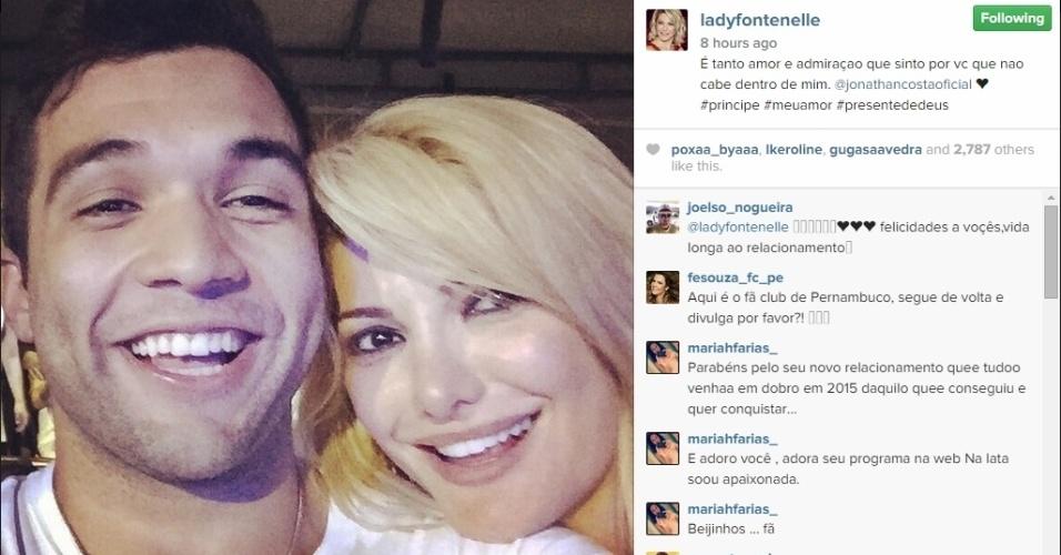 8.jan.2015 - Parece que o namoro entre Antonia Fontenelle e Jonathan Costa, que é 19 anos mais novo que ela, continua firme e forte
