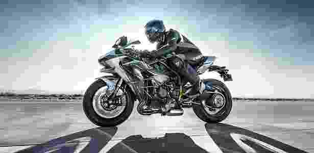 """Com motor """"supercharged"""" de 200 cavalos, a nova Kawasaki Ninja H2 é uma moto para se pilotar em 2015 - Divulgação - Divulgação"""