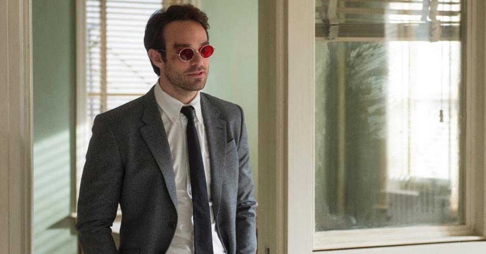 "Charlie Cox é o Demolidor na série ""Marvel's Daredevil"""