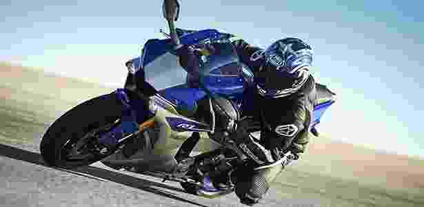 Projetada com o auxílio de Valentino Rossi, YZF-R1 é moto para pilotar em 2015 - Divulgação - Divulgação