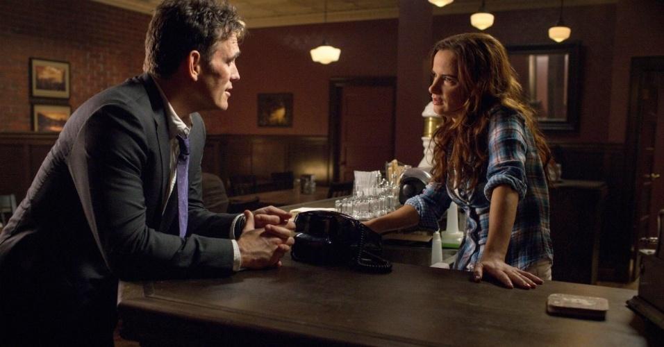 """Ethan Burke (Matt Dillon) e Beverly (Juliette Lewis) na série """"Wayward Pines"""""""