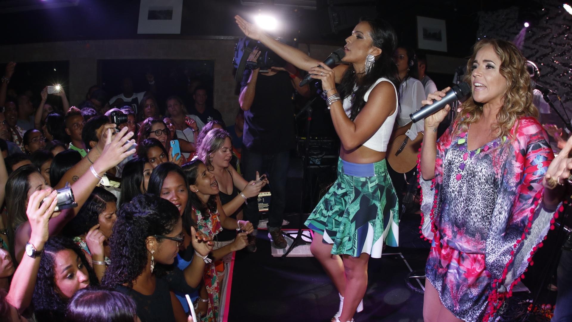 8.jan.2015 - Daniela Mercury e Ju Moraes cantam juntas no primeiro ensaio do