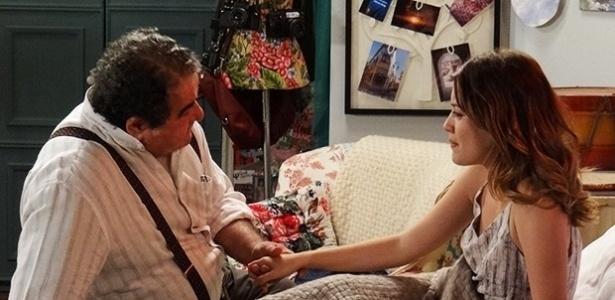 A jornalista fala para Vicente (Otávio Augusto) que não vai deixar o noivo