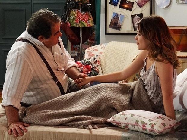 9.jan.2015 - A jornalista fala para Vicente (Otávio Augusto) que não vai abandonar o noivo