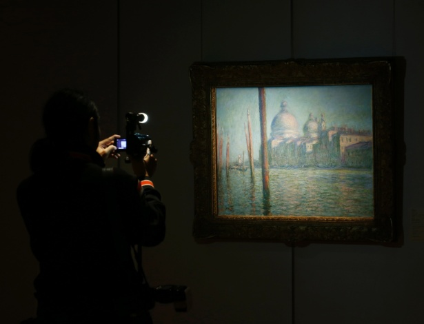 """Pintura """"Le Grand Canal"""", de Claude Monet, em exibição na Sotheby""""s de Hong Kong - Bobby Yip/Reuters"""