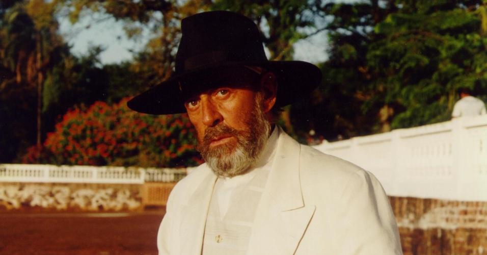 9.jan.2015 - Enquanto isso, na família Berdinazi, seu tio Geremias (Raul Cortez) busca um herdeiro que não seja Bruno para o império do café construído cheio de culpa