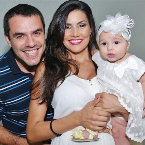 Mariana Felicio e Daniel Saulo com a filha Anita
