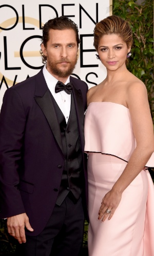 11.jan.2015 - Matthew McConaughey foi à cerimônia acompanhado de sua esposa, a top model brasileira Camila Alves