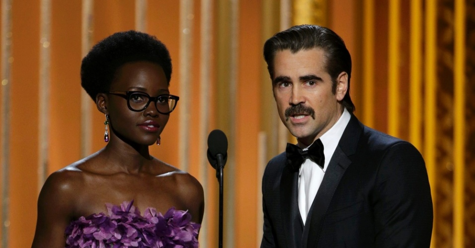 11.jan.2015 - Lupita Nyong'o e Colin Farrell apresentam prêmio no Globo de Ouro. Além do vestido, até os óculos de Lupita se tornou alvo de comentários nas redes sociais