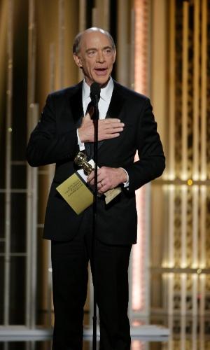 """11.jan.2015 - O ator J.K. Simmons agradece o prêmio de ator coadjuvante pelo filme """"Whiplash"""", no 72° Globo de Ouro, em Beverly Hills, Califórnia"""