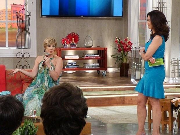 12.jan.2015 - Fátima Bernardes desconfia do que Samantha (Claudia Raia) fala durante participação no