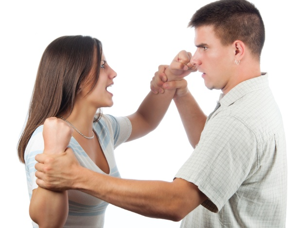 A violência no namoro tem impactos para a saúde física e emocional do adolescente - Getty Images