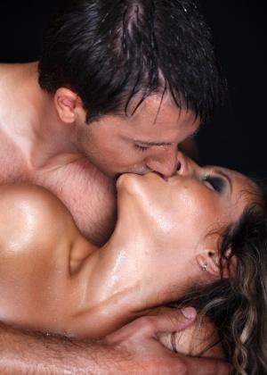 Para resolver o problema, é preciso que o casal se empenhe para resgatar o desejo - Getty Images