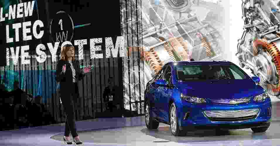 Mary Barra mostra novo Chevrolet Volt em Detroit - Rebecca Cook/Reuters