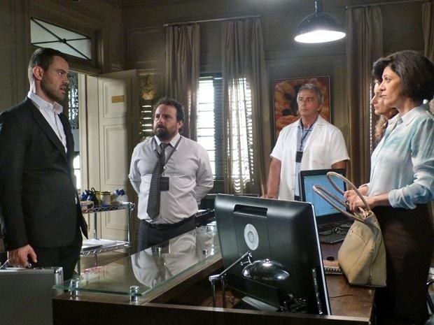 13.jan.2015 - Vilão diz que vai assumir o comando da joalheria