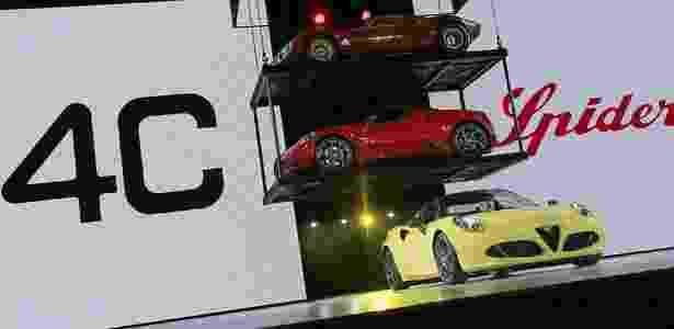 Alfa Romeo 4C Spider no Salão de Detroit 2015 - Jessica J. Treviño/Zumapress - Jessica J. Treviño/Zumapress