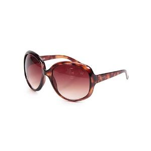 Veja óculos de sol até R  200 para usar na praia sem medo de riscar ... 6d0dea3900