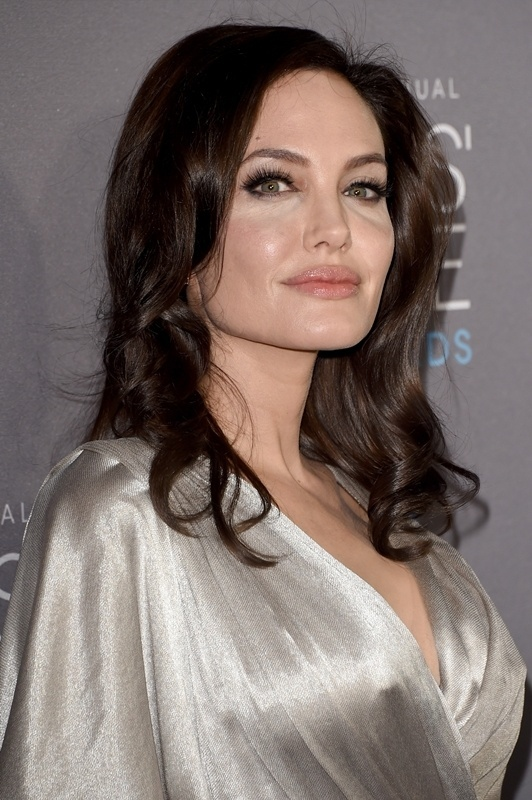 15.jan.2015 - Angelina Jolie marca presença no Critics' Choice Movie Awards