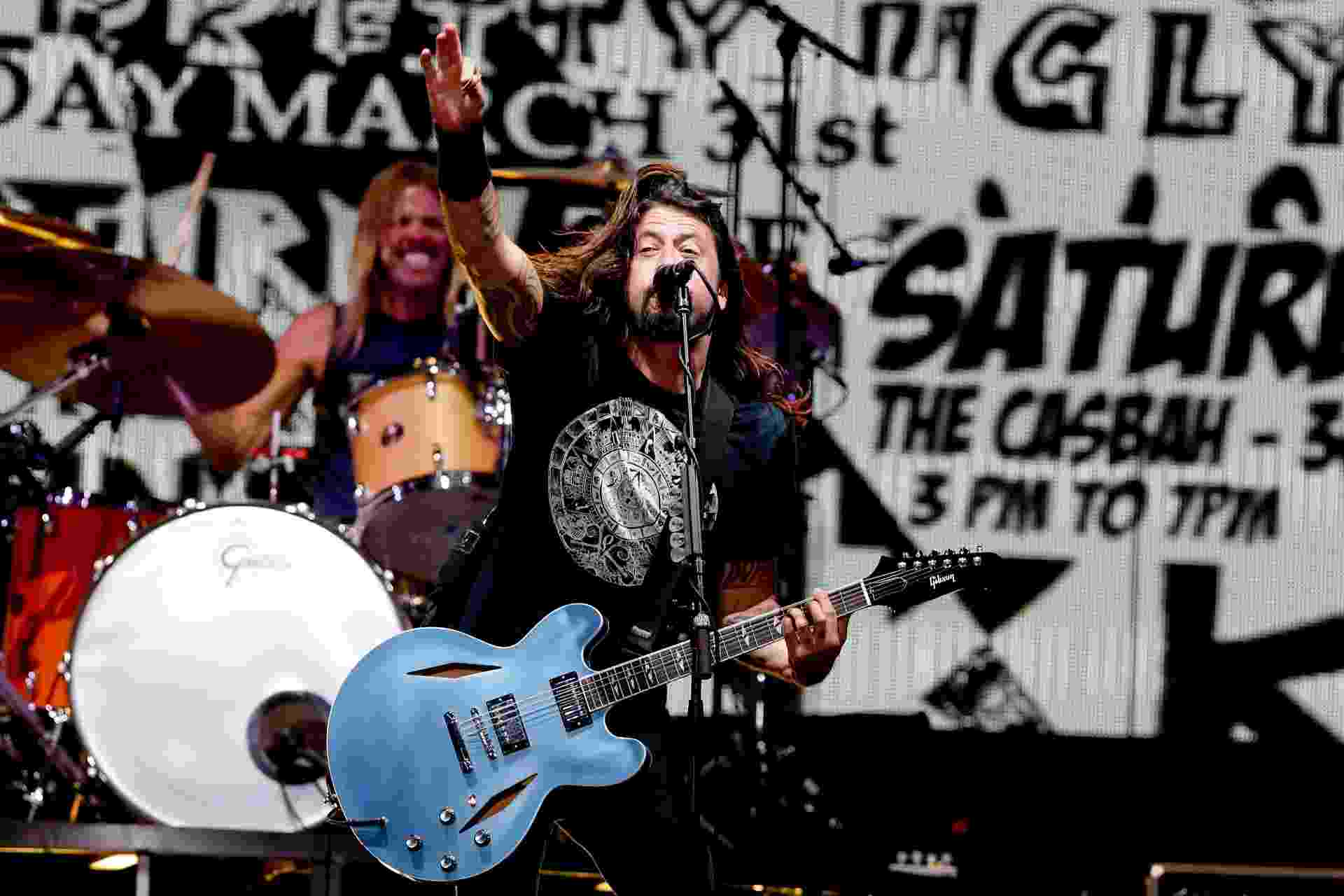 "15.jan.2015 - Prestes a desembarcar no Brasil, Foo Fighters abre turnê em Santiago, no Chile, a turnê latinoamericana de álbum ""Sonic Highways""15.jan.2015 - Prestes a desembarcar no Brasil, Foo Fighters abre turnê em Santiago, no Chile, a turnê latinoamericana de álbum ""Sonic Highways"" - Francisco Longa/T4F"