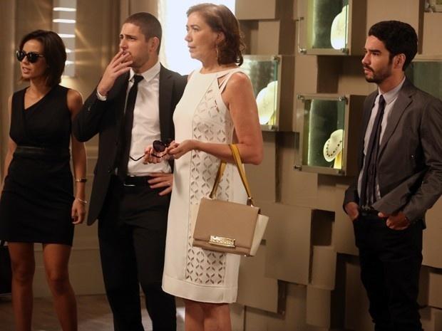 16.jan.2015 - Família Medeiros fica chocada com a revelação de que Cora (Marjorie Estiano) viu José Alfredo (Alexandre Nero) vivo