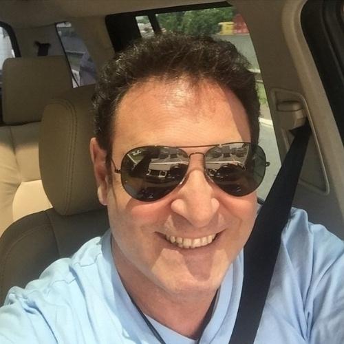 16.jan.2015 - Luís Ricardo tirou a barba pela primeira vez após o acidente que o deixou com queimaduras no rosto. No instagram, o apresentador contou que tinha medo de se ver resultado.