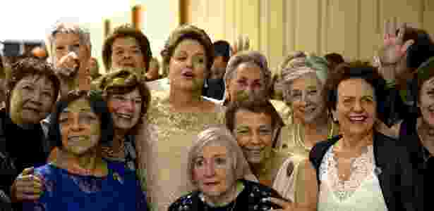 1º.jan.2015 - Dilma reencontra ex-companheiras da Torre das Donzelas durante a posse de seu segundo mandato - Divulgação/Susanna Lira