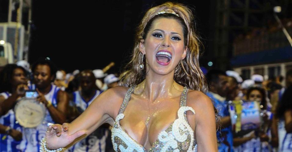 16.jan.2015 - Lívia Andrade quase deixa o mamilo direito à mostra durante o ensaio técnico da Nenê de Vila Matilde, no sambódromo do Anhembi, na zona norte de São Paulo