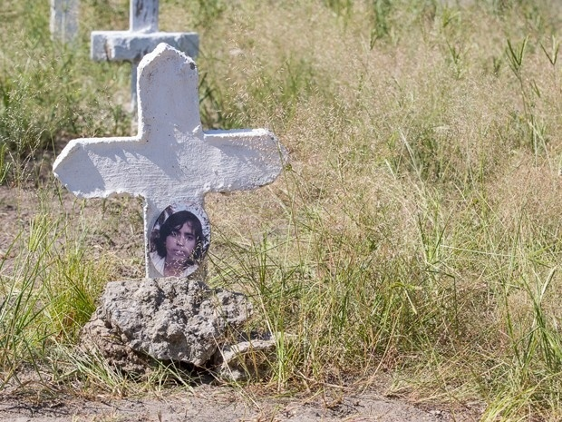 José Alfredo (Alexandre Nero) percebe que o túmulo não é Maurílio e descobre que Sebastião Ferreira também está enterrado no cemitério de São João Del Rey.