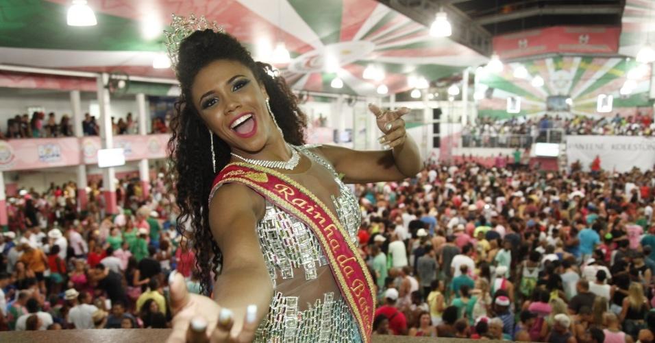 18.jan.2015 - A rainha de bateria Evelyn Bastos no ensaio da Mangueira
