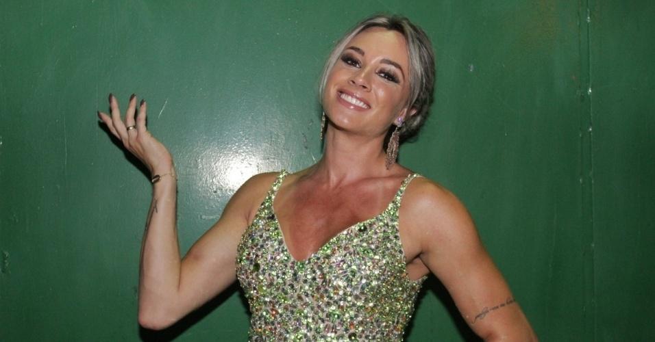 """18.jan.2015 - Juju Salimeni, integrante do """"Legendários"""", vai ao ensaio da agremiação paulistana na noite de sábado (17)"""