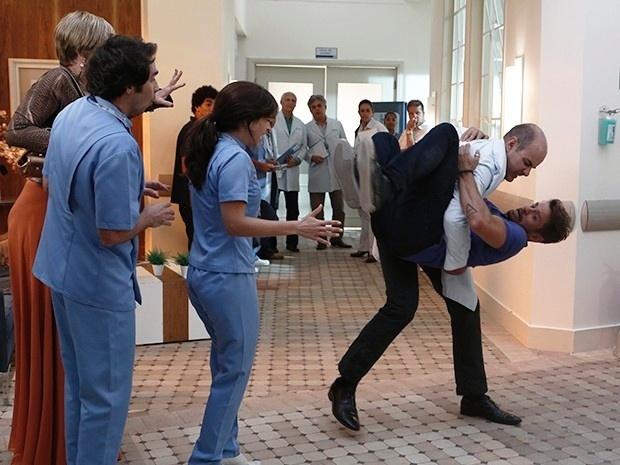 19.jan.2015 - Os dois começam a brigar por causa de Itália (Sabrina Petraglia)