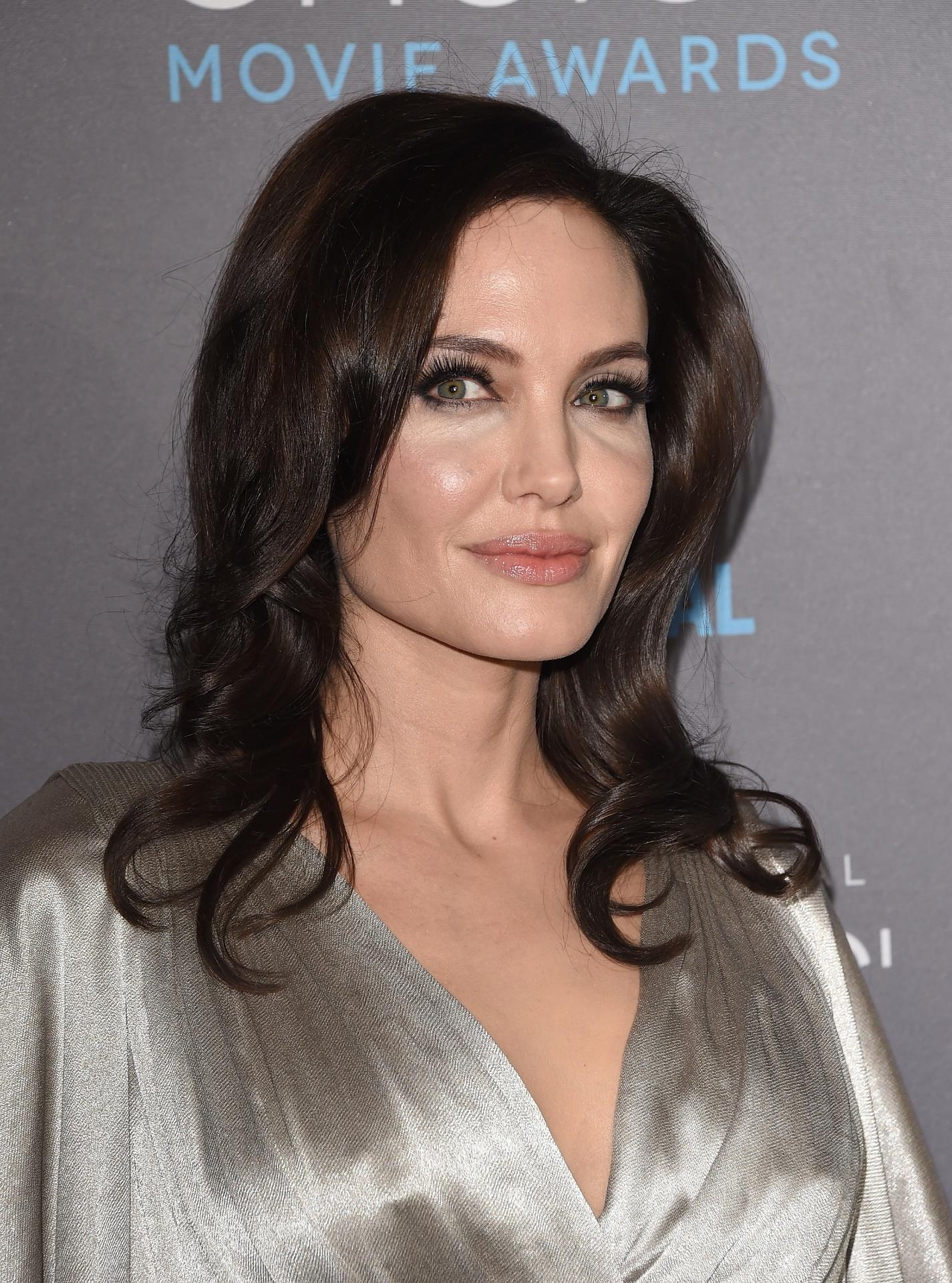 cc95bc810 Cirurgia de Angelina para evitar câncer leva à menopausa e queda da libido  - 24 03 2015 - UOL Notícias