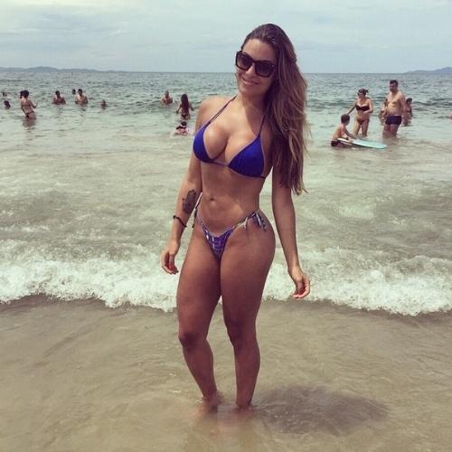 """Monique Amin mudou muito desde sua participação no """"BBB12"""". A bela que esteve envolvida em uma polêmica na casa com Daniel Echaniz, único expulso da história do reality, mostra toda a sua forma em seu perfil no Instagram (foto)"""