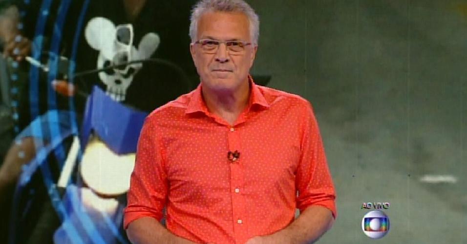 """20.jan.2014 - Pedro Bial apresenta os 13 participantes na estreia da 15º temporada do """"Big Brother Brasil"""""""