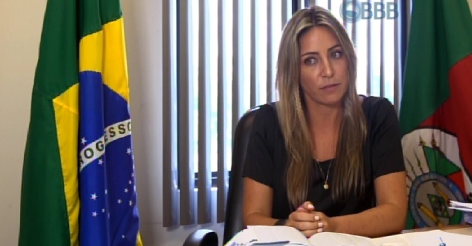 """20.jan.2015 - A conciliadora criminal Francieli é apresentada como uma das 13 participantes do """"BBB15"""""""