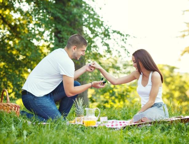 Pedir alguém em casamento está fora de moda? Não para os românticos - Getty images