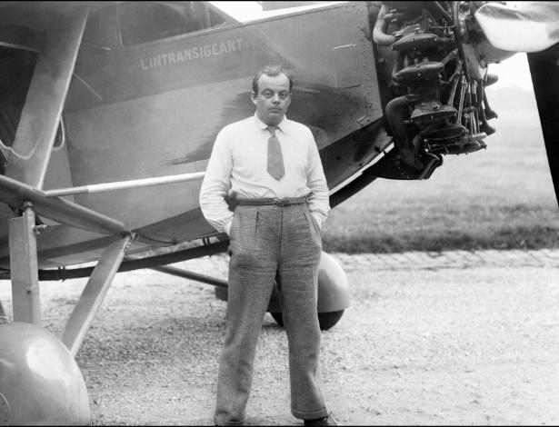 O escritor Antoine de Saint-Exupéry, que também era aviador
