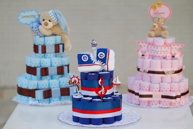 """Monte um""""bolo"""" decorativo feito de fraldas para o chá de beb u00ea BOL Fotos BOL Fotos -> Decoração Para Chá De Fraldas Masculino Passo A Passo"""