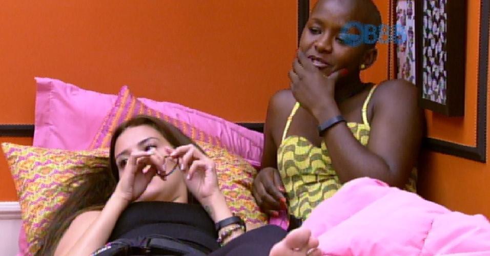 21.jan.2014 - Em conversa  com outras sisters no quarto, Angélica fala que Luan é preconceituoso
