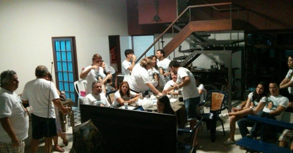"""21.jan.2014 - Família de Mariza do """"BBB15"""" se reune para estreia do programa"""